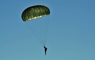 A U.S. Army paratrooper participates in a personnel drop.の写真素材 [FYI02691578]