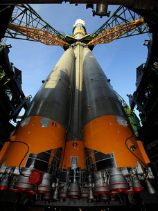 The Soyuz TMA-13 spacecraft arrives at the launch pad.の写真素材 [FYI02691595]