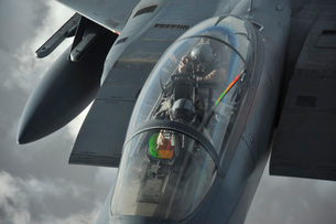 A pilot onboard a U.S. F-15E Strike Eagle takes a photo whilの写真素材 [FYI02691611]