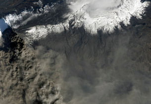 Satellite view of an ash plume rises from Iceland's Eyjafjalの写真素材 [FYI02691629]