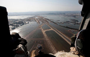 Airmen fly over the Sendai Airport in Japan to survey the tsの写真素材 [FYI02691676]