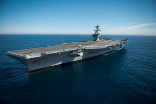 The aircraft carrier USS Carl Vinson in the Pacific Ocean.の写真素材 [FYI02691698]