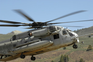 A CH-53 Super Stallion helicopter lands at the Mountain Warfの写真素材 [FYI02691729]