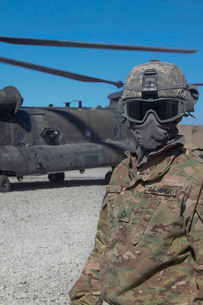 U.S. Army soldier stands ready to load a CH-47 Chinook helicの写真素材 [FYI02691740]