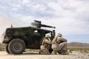 Marines fire a BGM-71 TOW missile.の写真素材 [FYI02691759]