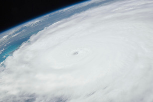 Eye of Hurricane Irene as viewed from space.の写真素材 [FYI02691801]