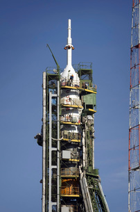 The Soyuz rocket is erected into position at the launch padの写真素材 [FYI02691822]