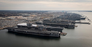 Aircraft carriers in port at Naval Station Norfolk, Virginiaの写真素材 [FYI02691829]