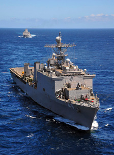 USS Comstock leads a convoy of ships in the Indian Ocean.の写真素材 [FYI02691832]