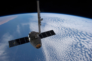 The SpaceX Dragon cargo craft prior to being released from tの写真素材 [FYI02691839]