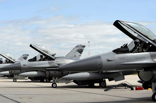F-16 Fighting Falcons await to launch for a training missionの写真素材 [FYI02691840]