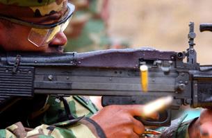 Master-at-Arms fires an M-60 machine gun.の写真素材 [FYI02691841]