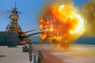 Battleship USS Wisconsin fires a round from one of the Markの写真素材 [FYI02691884]