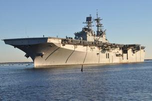 USS Bataan arrives at Naval Station Mayport, Florida.の写真素材 [FYI02691889]