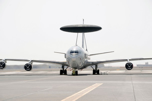 A U.S. Air Force E-3 Sentry airborne warning and control airの写真素材 [FYI02691933]