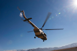 An Afghan Air Force Mil Mi-17 helicopter over Afghanistan.の写真素材 [FYI02692035]