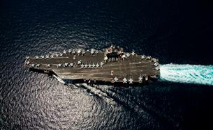 Nimitz class aircraft carrier USS Abraham Lincoln transits tの写真素材 [FYI02692088]