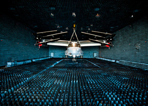 A CV-22 Osprey hangs in the anechoic chamber at Eglin Air Foの写真素材 [FYI02692091]