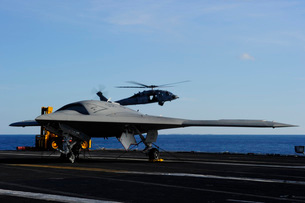 The X-47B Unmanned Combat Air System aboard USS Harry S. Truの写真素材 [FYI02692094]