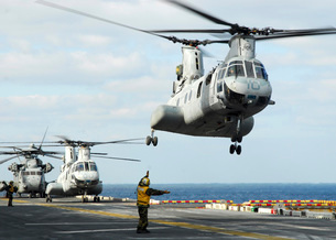 A CH-46E Sea Knight helicopter takes off from the flight decの写真素材 [FYI02692100]
