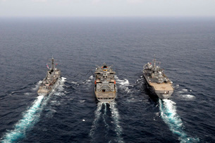 Military ships conduct an underway replenishment in the Paciの写真素材 [FYI02692106]