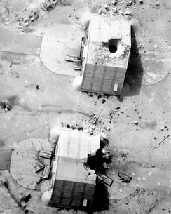 A coalition bombing of aircraft hangers during Operation Desの写真素材 [FYI02692114]