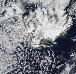 Morning daylight reveals a steam plume over Eyjafjallajokullの写真素材 [FYI02692215]
