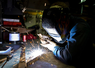 Hull Maintenance Technician strikes a welding rod.の写真素材 [FYI02692269]