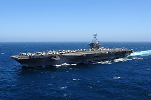 The Nimitz-class aircraft carrier USS John C. Stennis underwの写真素材 [FYI02692292]