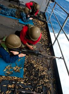 Sailors fire M240 machine guns on the fantail aboard USS Johの写真素材 [FYI02692311]