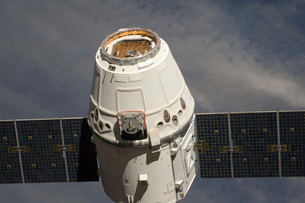 The SpaceX Dragon commercial cargo craft.の写真素材 [FYI02692318]