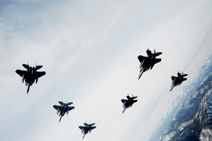 A six-ship formation of aircraft fly over the Sawtooth Mountの写真素材 [FYI02692327]