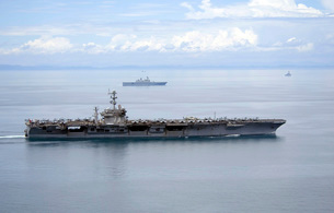 The aircraft carrier USS George Washington underway in the Yの写真素材 [FYI02692457]