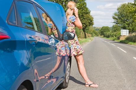 Woman With Broken Down Car Phoning For Assistanceの写真素材 [FYI02692464]