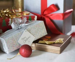 A pile of Christmas presentsの写真素材 [FYI02692528]