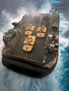 A Landing Craft Air Cushion exits the well deck of USS Bonhoの写真素材 [FYI02692630]