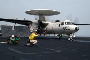 A shooter gives the signal to launch an E-2C Hawkeye.の写真素材 [FYI02692633]