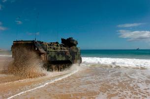 U.S. Marines drive an amphibious assault vehicle ashore.の写真素材 [FYI02692708]