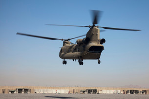 A CH-47 Chinook helicopter prepare to land.の写真素材 [FYI02692716]