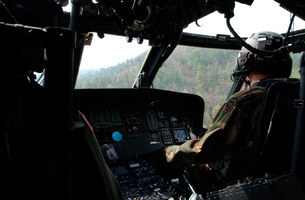 An Army National Guard UH-60 Black Hawk helicopter crew.の写真素材 [FYI02692855]