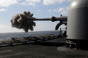 A 76mm cannon is fired aboard the guided missile frigate USSの写真素材 [FYI02692975]