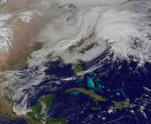 Two low pressure systems merging over the United States east coast.の写真素材 [FYI02692978]