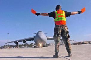 Crew chief marshals a C-5 Galaxy aircraft.の写真素材 [FYI02693082]