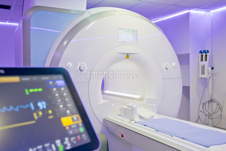 Interior Of Radiography Department With MRI Scanner In Hospitalの写真素材 [FYI02693247]