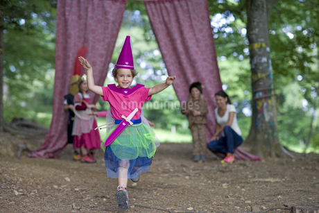 Kindergarten children in costume staging a play in a wood kindergartenの写真素材 [FYI02693307]