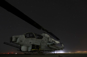 A U.S. Marine Corps AH-1W Cobra attack helicopter.の写真素材 [FYI02693434]