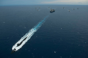 Carrier Strike Group formation of ships in the Bay of Bengalの写真素材 [FYI02693437]