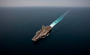 Nimitz class aircraft carrier USS Abraham Lincoln transits tの写真素材 [FYI02693449]