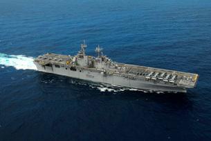 Amphibious assault ship USS Kearsarge.の写真素材 [FYI02693489]