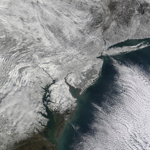 Satellite view of a Nor'easter snow storm over the Mid-Atlanの写真素材 [FYI02693491]